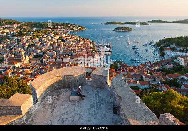 Hvar Town and tourists at Hvar Spanish Fort (Fortica) at sunset, Hvar Island, Dalmatian Coast, Adriatic, Croatia - Stock Image