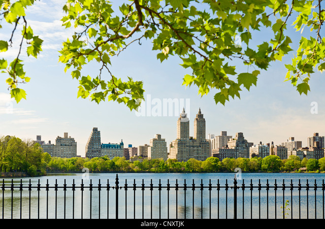 The Jacqeuline Kennedy Onassis Reservoir, Central Park, New York City in spring season. - Stock Image