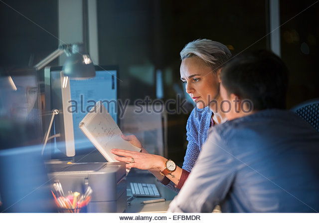 Business people working late in office - Stock-Bilder