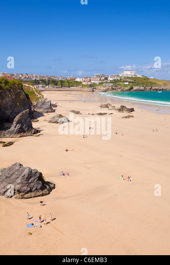 holidaymakers and surfers on the beach at Newquay, Cornwall, England, GB, UK, EU, Europe - Stock Image