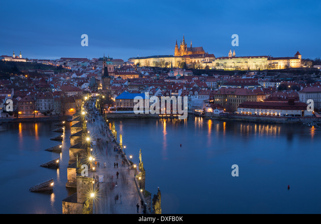 the Charles Bridge over the Vltava River at dusk with the Castle District and St Vitus's Cathedral beyond Prague - Stock-Bilder