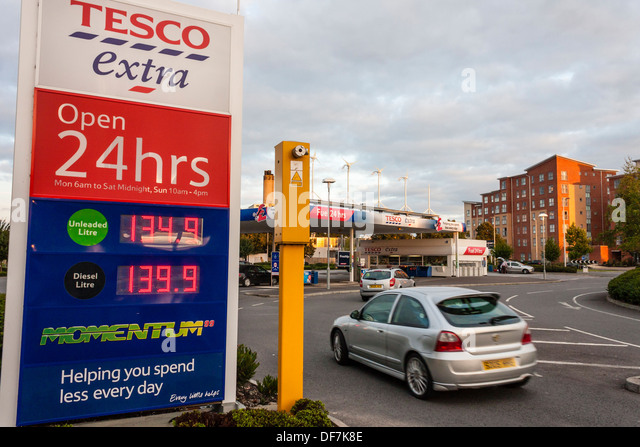 Tesco fuel station stock photos tesco fuel station stock images alamy - Esso garage opening times ...