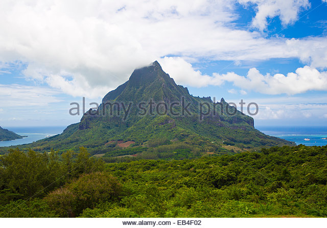 Le Belvedere Lookout, overlooking Opunohu Bay and Cook Bay, and the Opunohu Valley. - Stock Image