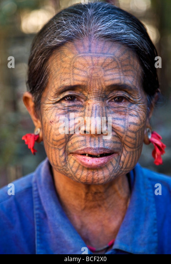 Myanmar, Chin State, Kyi Chaung Village. A Chin woman with tattooed face and mouth stained red due to chewing beetle - Stock-Bilder