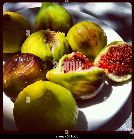 Plate of fresh figs - Stock Image