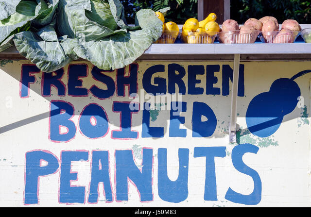 Alabama Enterprise Highway 84 roadside produce stand fresh green boiled peanuts - Stock Image