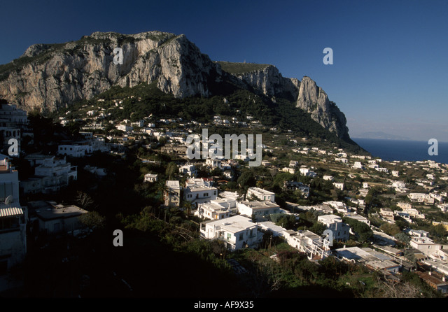 Italy Isle of Capri Tyrrhenian Sea Anacapri Cliffs houses scenery - Stock Image