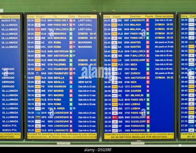 time arrivals and departures,el prat airport,barcelona,spain - Stock-Bilder