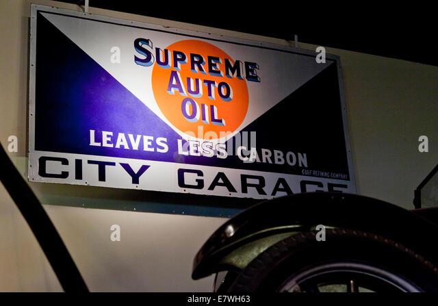 Circa 1930s stock photos circa 1930s stock images alamy for Garage auto city cadaujac