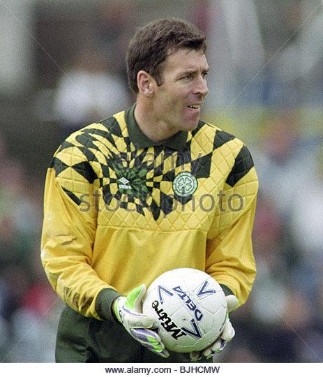 03/10/92 PREMIER DIVISION DUNDEE v CELTIC (0-1) DENS PARK - DUNDEE Celtic goalkeeper Pat Bonner. - Stock Image