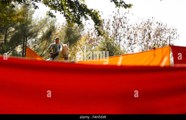 Ferdinand, Indiana, USA . 17th Oct, 2015. Jousting horseman waits during the Rosenvolk German-themed Medieval Fantasy - Stock Image