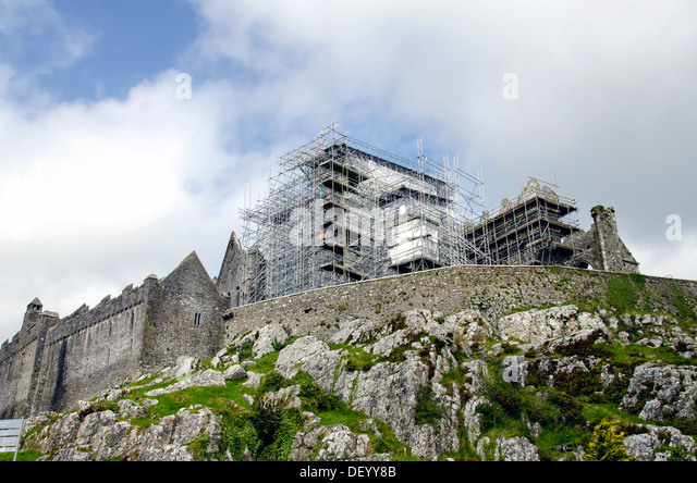 Restoration scaffolding at Cormac's Chapel at St. Patrick's Rock of Cashel, Ireland famous medieval complex - Stock Image