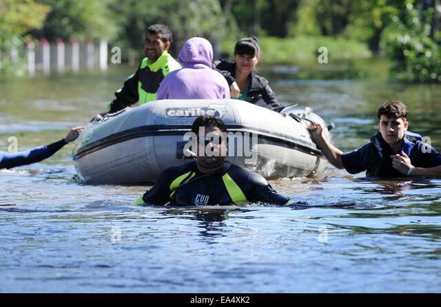 Buenos Aires, Argentina. 6th Nov, 2014. Members of the Rescue Corps transfer residents through the flood after heavy - Stock Image