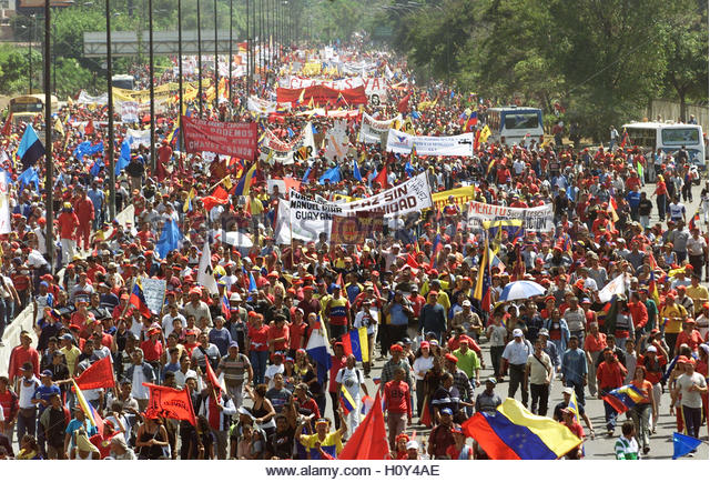 Supporters of Venezuelan President Hugo Chavez march down a freeway in  Caracas January 23, 2003. Tens of thousands - Stock Image