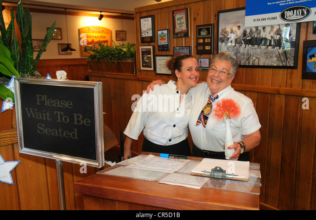 Fort Lauderdale Ft. Florida Plantation TooJay's Gourmet Deli and & Bakery restaurant hostess waitress senior - Stock Image