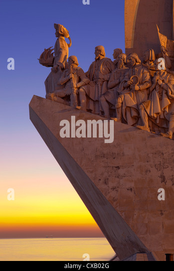 Monument to the Discoveries at dusk, Belem, Lisbon, Portugal, Europe - Stock-Bilder