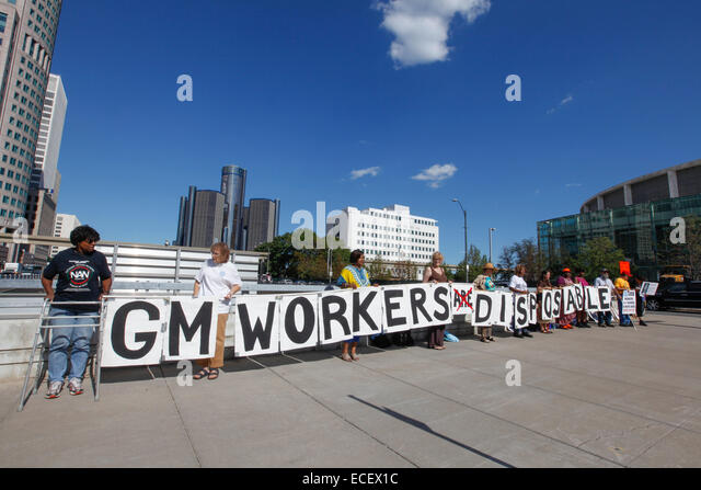 Detroit, Michigan - Auto workers picket General Motors CEO Mary Barra in support of GM workers in Colombia. - Stock Image