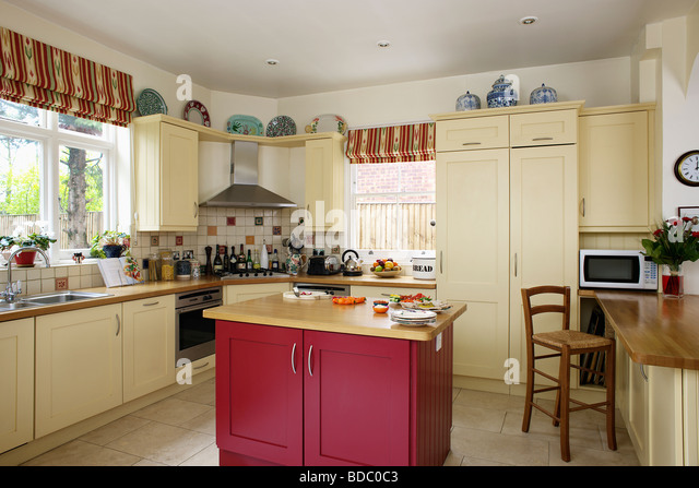 Interiors traditional kitchens island units stock photos for Red fitted kitchen