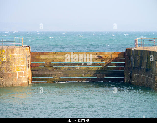 Girders stock photos girders stock images alamy for Entrance to rivet city