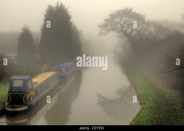 Misty morning on the Trent & Mersey canal at Rudheath, Northwich - Stock Image