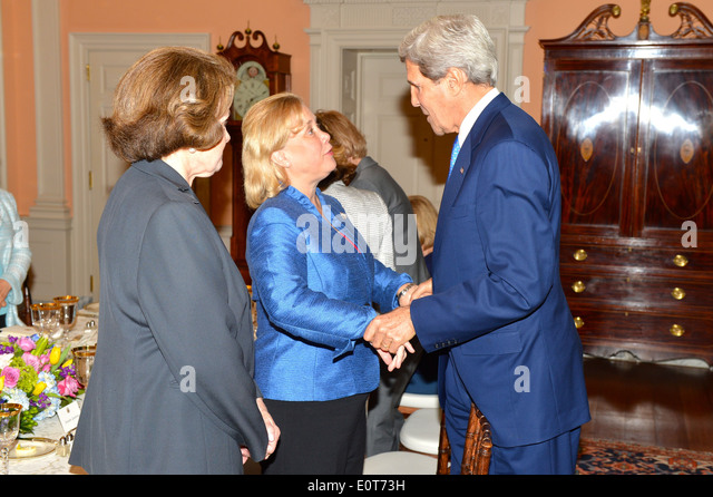 Secretary Kerry Greets Senator Landrieu - Stock Image