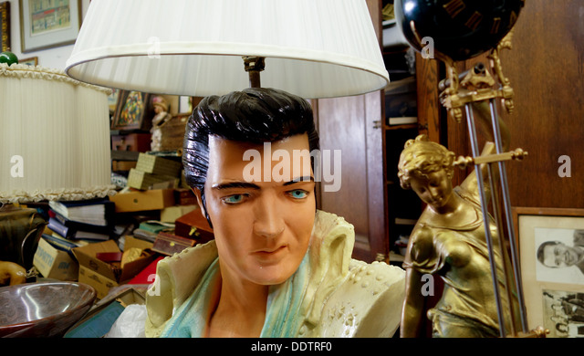 Furniture Consignment Los Angeles Elvis Lamp in Antique Shop, Fifth Avenue, Pittsburgh - Stock Image