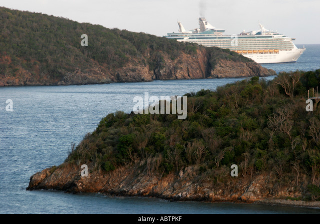 St. Thomas USVI East Gregerie Channel departing cruise ship - Stock Image