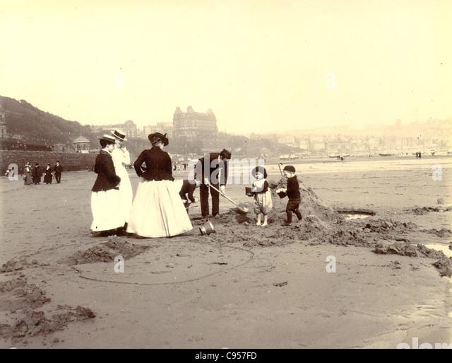 Digging sandcastles on Scarborough sands - Stock-Bilder