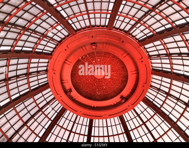 Red glass dome ceiling. - Stock-Bilder