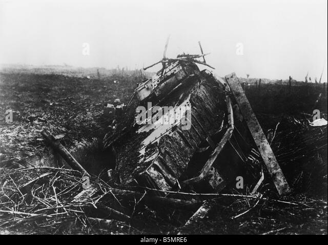 9 1917 11 20 A2 18 E Destroyed Eng tank Nov 1917 World War 1 1914 18 Western Front Tank battle at Cambrai 20th 29th - Stock-Bilder