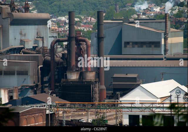 A steel mill along the Monongahela river in West Mifflin (Pittsburgh) PA. - Stock-Bilder