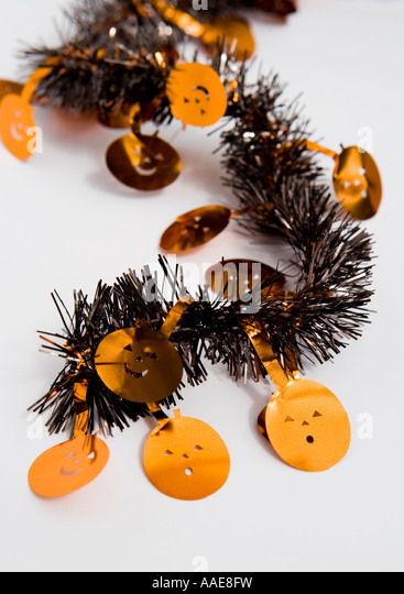 Halloween pumpkin tinsel - Stock Image