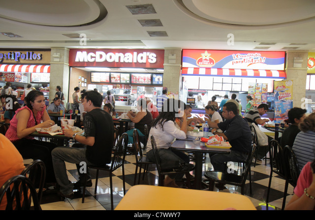 Nicaragua Managua Metrocentro shopping center centre mall food court crowded chain restaurant McDonald's Pollo - Stock Image