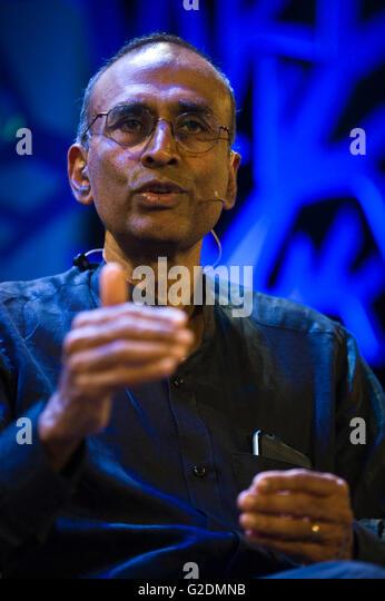 Venki Ramakrishnan winner of the 2009 Nobel Prize for Chemistry speaking on stage at Hay Festival 2016 - Stock Image