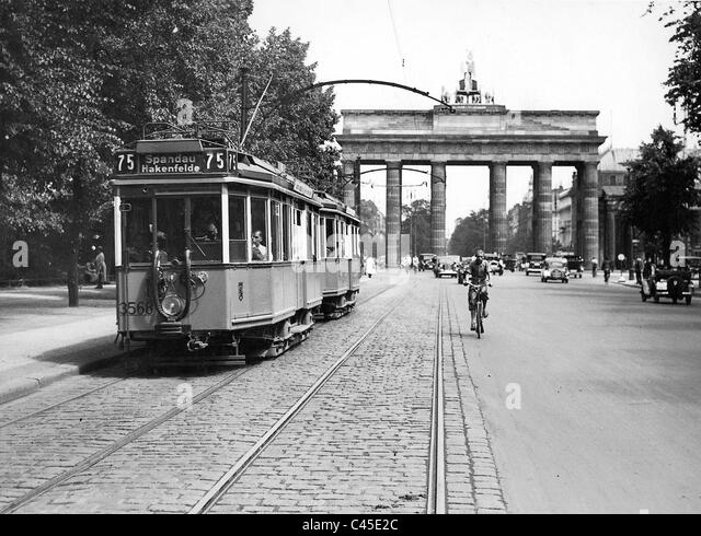 Tram in front of the Brandenburg Gate, early 30s - Stock Image