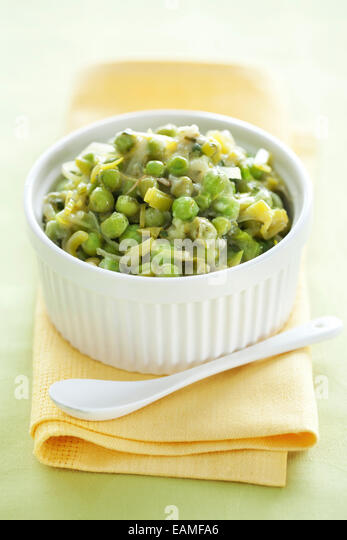 Braised peas with spring onions & lettuce - Stock Image