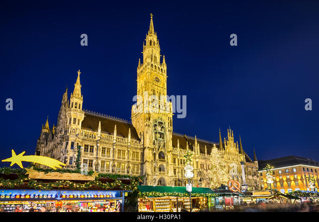 City Hall and Christmas market at night in Munich, Germany - Stock-Bilder