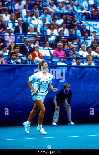 Steffi Graf (GER) competing at the 1987 US Open. - Stock-Bilder