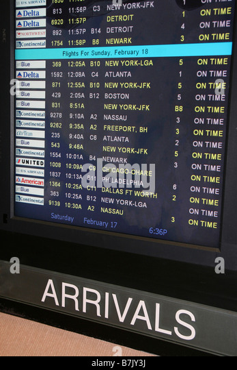 Airport Arrivals screen displays domestic flights of airlines all arriving on time. - Stock-Bilder
