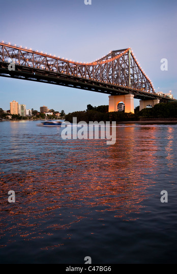 Story Bridge Brisbane at dusk - Stock-Bilder