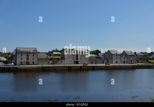 19th century warehouses and River Lennon, Ramelton, County Donegal, Ireland. - Stock Image