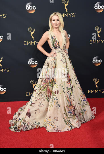 LOS ANGELES, CA - SEPTEMBER 18: Kristen Bell arrives at the 68th Emmy Awards at the Microsoft Theater on  September - Stock-Bilder