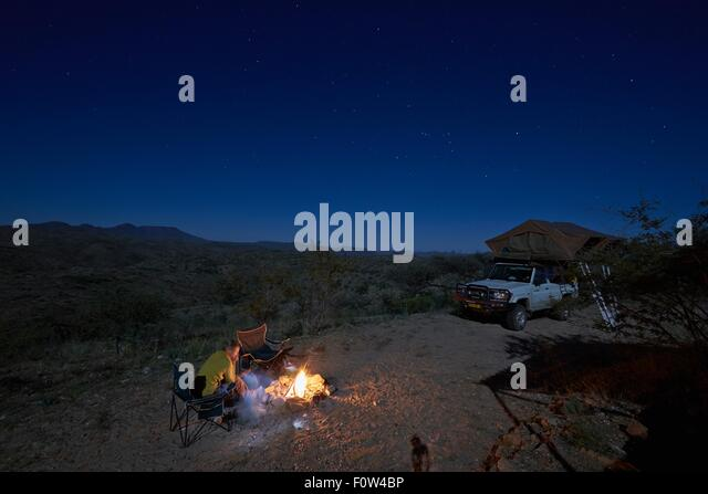 Family at campfire, Gamsberg Pass, Namibia - Stock Image