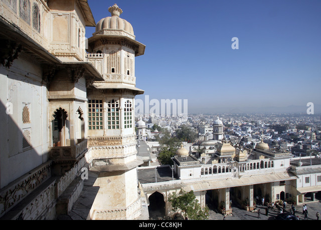 Partial view of the City Palace of Udaipur, home of the Maharaja of Udaipur, a museum and a luxury hotel, Rajasthan, - Stock-Bilder