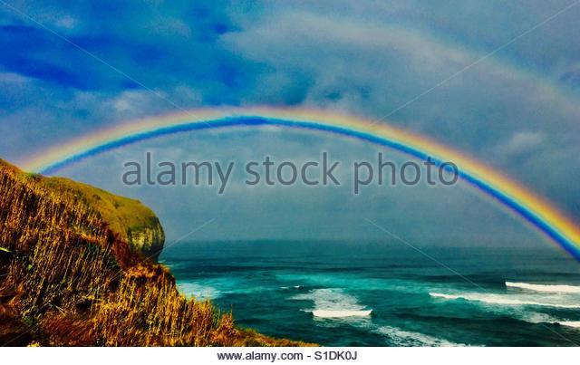 Double rainbow over ocean. - Stock-Bilder
