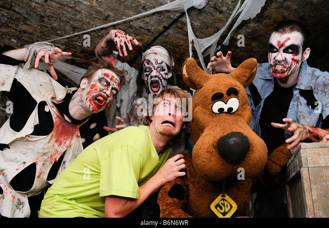 Scooby-Doo poses with zombies at The London Tombs - Stock Image