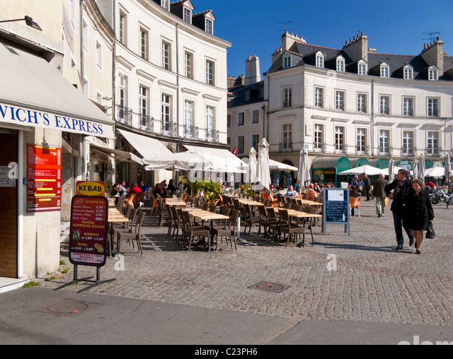 french cafe exterior stock photos french cafe exterior stock images alamy. Black Bedroom Furniture Sets. Home Design Ideas