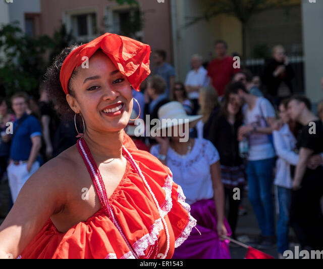 Kreuzberg, Berlin, Germany, 24th May 2015. Pretty smiling young woman in colourful dress as Berlin celebrates its - Stock-Bilder