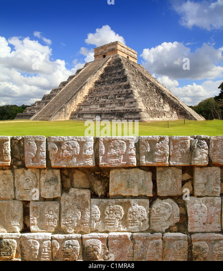 Chichen Itza Tzompantli the Wall of Skulls and Kukulkan pyramid - Stock Image