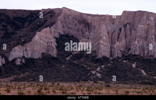 how to get to clay cliffs omarama